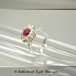 Juwelenring mit Krabbenfassung und Rubin