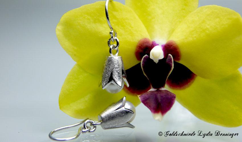 Ohrhänger Blumenform und Süßwasserperlen