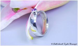 Ring 925/- Silber massiv mit Amethyst und konischer Fassung, gehämmert