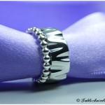 Silberring mit runden Kerben und Perldrahtring