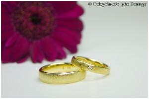 Eheringe 585/- Gelbgold, eismattiert, Damenring mit Brillant