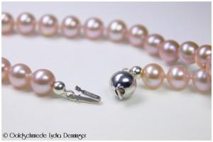 Perlenkette rose Naturfärbung mit Perl-Kastenverschluß