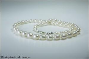 Collier-Perlenkette - Diese Collierform hebt die fünf größten Mittelperlen effektvoll hervor.