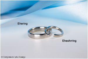 """Die moderne Alternative - für """"Sie"""" Ehering -gehämmert - """"Er"""" trägt Ohrring - gefertigt aus 500 Palladium"""