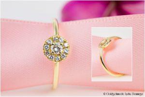 Ring aus 585/- Gelbgold und im Kreis pavée-gefasste Brillanten