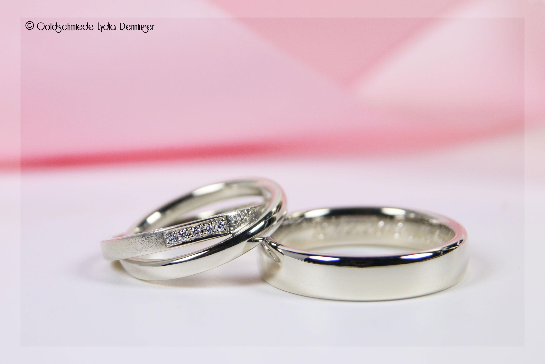 Eheringe 585/14k Weißgold, Herrenring poliert, Damenring - zwei ineinander fest verschlunge Ringe, einer davon mattiert mit einer Paveé-Fassung die fünf Brillanten enthält, der zweite Ring ist wie der Herrenring poliert